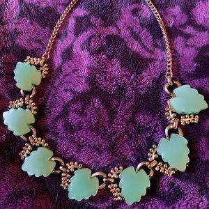 ☀️Vtg Du Barry Jadeite Leaf Bib Necklace ☀️